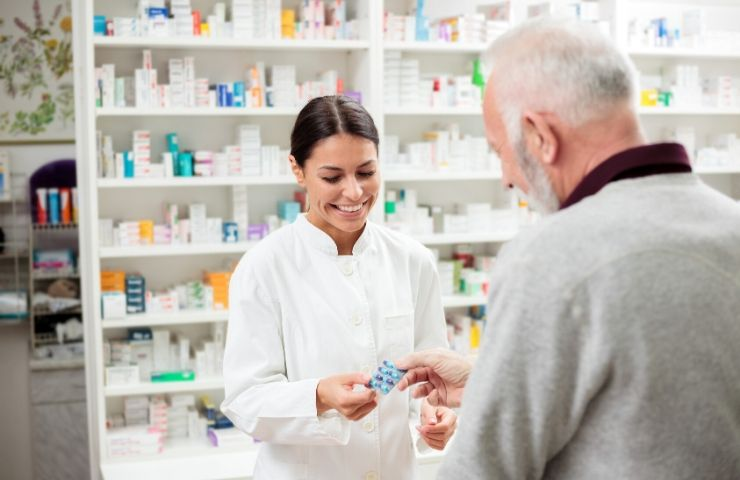 Working in a Pharmacy What to Know - UEI College